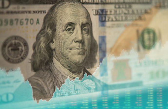 Los depósitos en dólares cayeron 20% en septiembre
