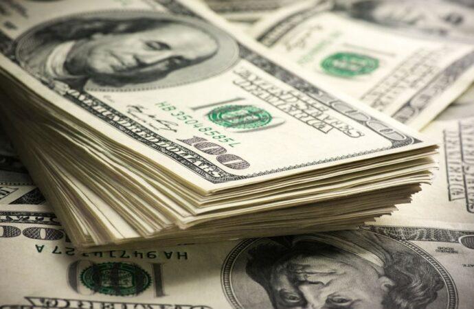 Tras las nuevas restricciones, el dólar ilegal alcanza el valor más alto del año