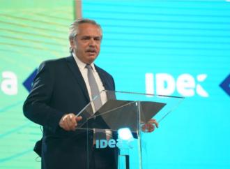 Alberto Fernández firmó un DNU para convertir los planes sociales en puestos de trabajo